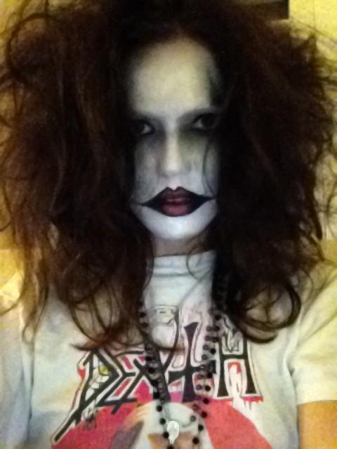 Мэнди Мур стала участницей какой-то группы в стиле black-metal