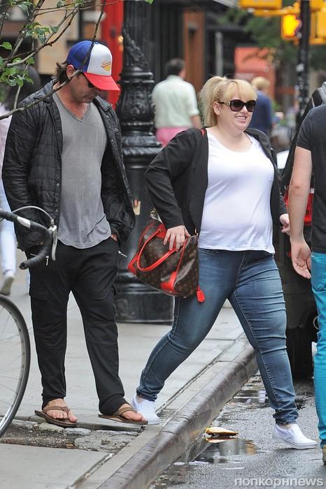 Ребел Уилсон замечена в Нью-Йорке со своим предполагаемым бойфрендом Мики Гучем