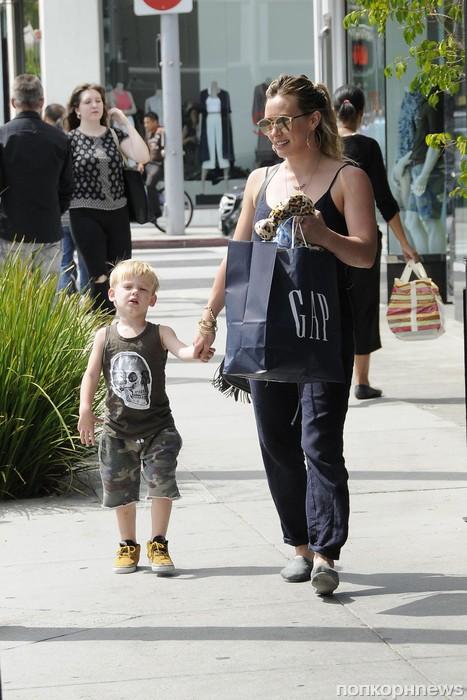 Хилари Дафф с сыном Лукой прошлись по магазинам