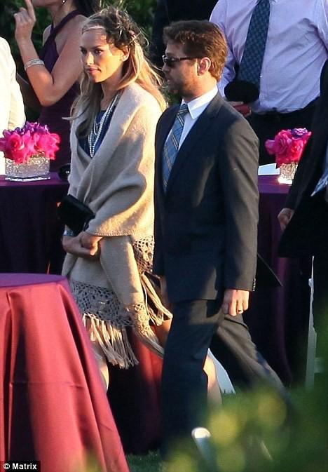 Джейсон Пристли с женой