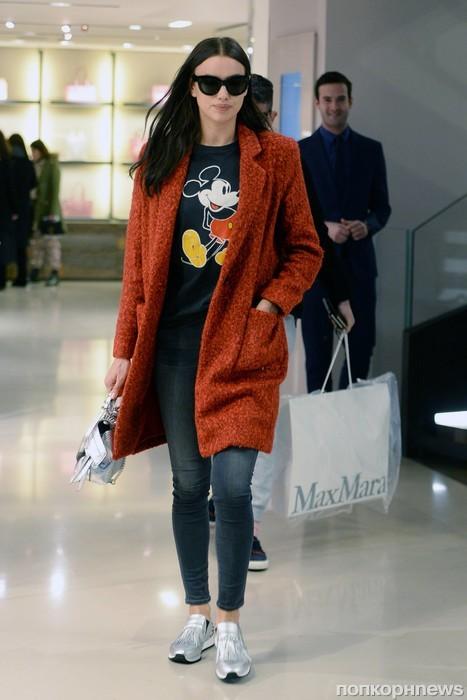 Ирина Шейк прошлась по магазинам в Милане