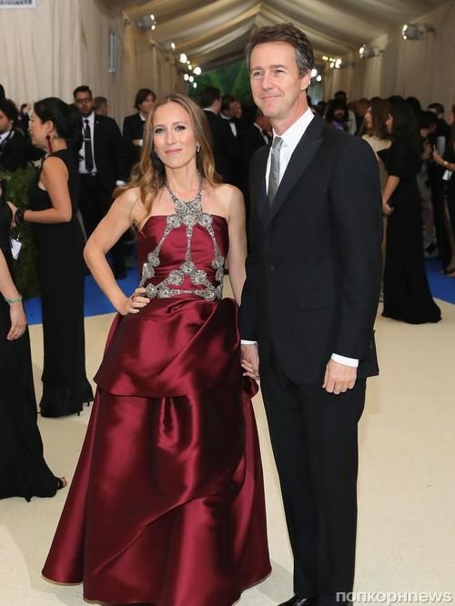 Эдвард Нортон с супругой