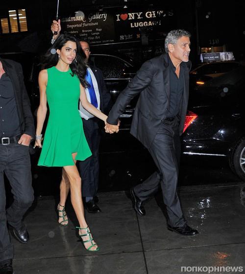 Джордж и Амаль Клуни направляются на ужин в честь годовщины свадьбы