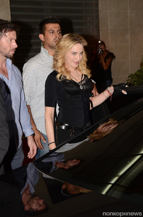 Мадонна на открытии своего фитнес-клуба в Риме