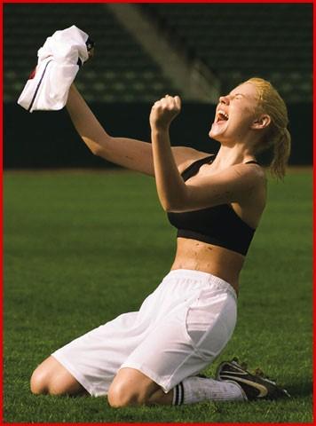 Элиша Катберт в образе Brandi Chastain