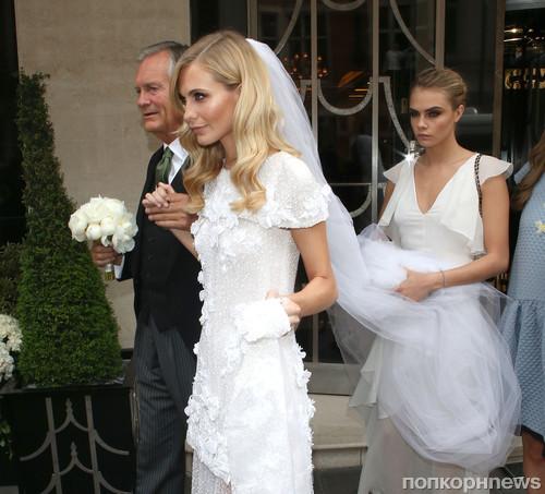 Поппи Делевинь с отцом и сестрой Карой Делевинь