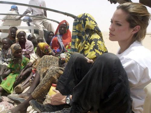 Анджелина Джоли в Чаде 2004 год