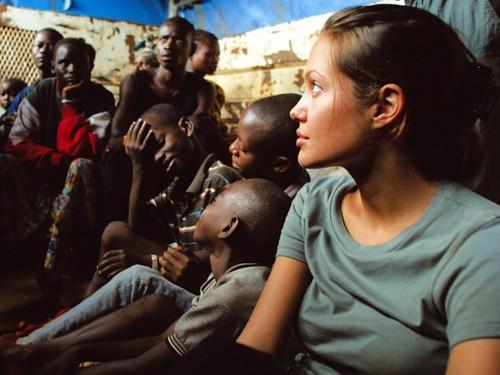 Анджелина Джоли в Танзании 2003 год