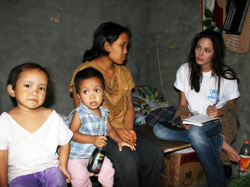 Анджелина Джоли в Индии 2006 год