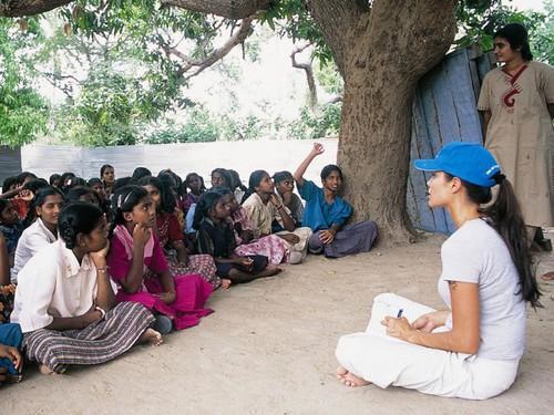 Анджелина Джоли в Шри-Ланке 2003 год