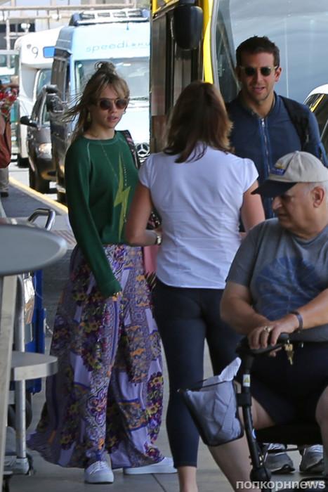 Брэдли Купер со своей девушкой