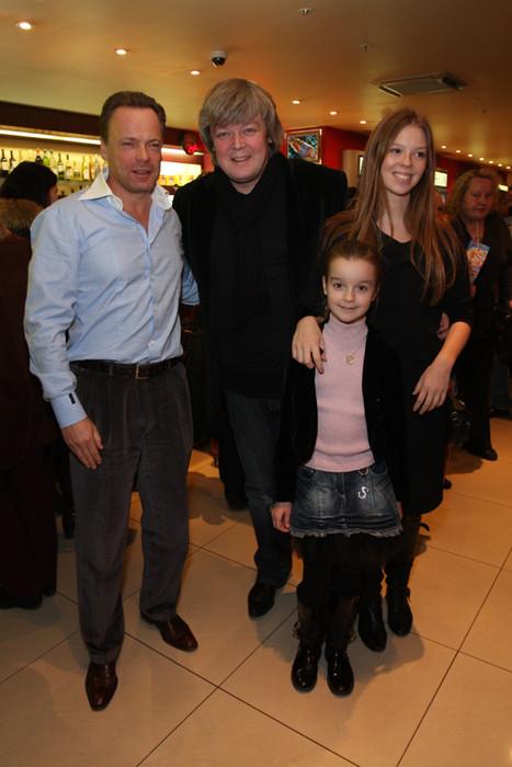 Александр Стриженов с семьей