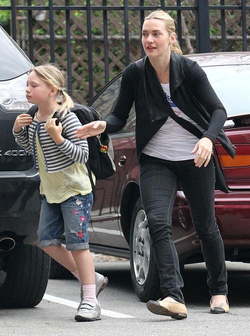Кейт Уинслет с дочкой