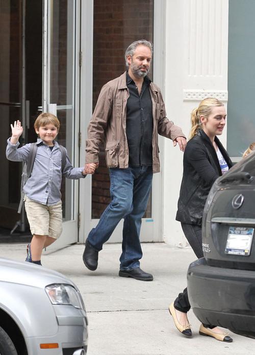 Кейт Уинслет и Сэм Мендес с детьми