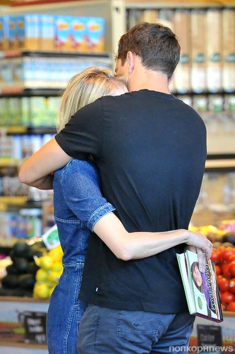 Диана Крюгер и Джошуа Джексон даже поход за продуктами превратили в романтическое свидание