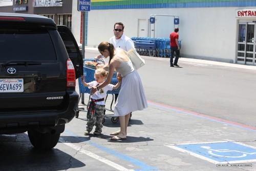 Анджелина Джоли с Шайло и Захарой