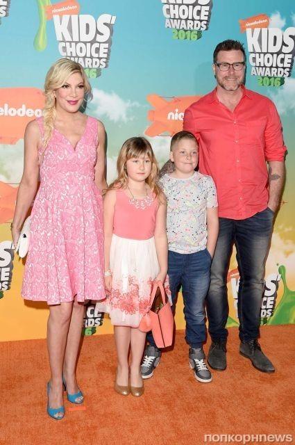 Тори Спеллинг с семьей