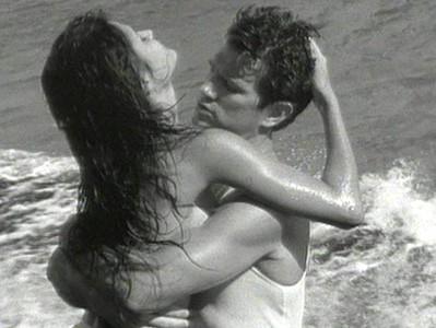 кадр из клипа Криса Айзека