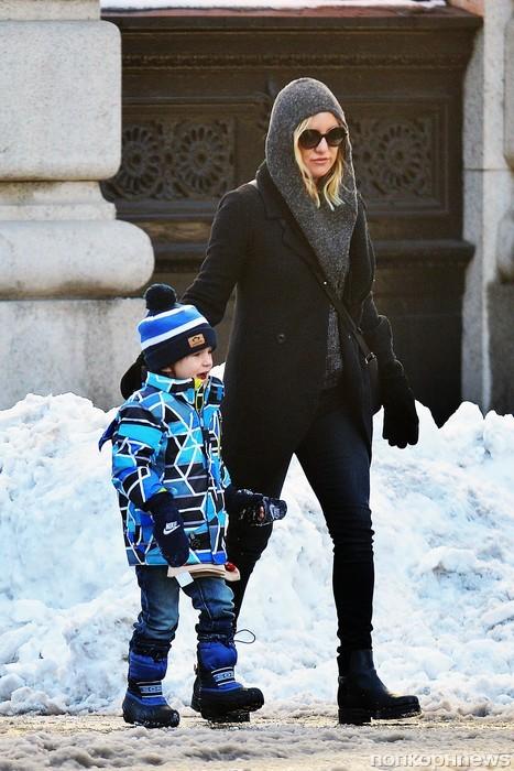 Кейт Хадсон на прогулке с сыном