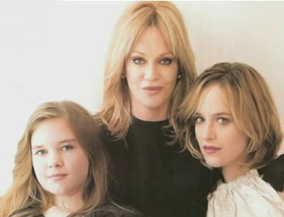 Мелани Гриффит с дочками