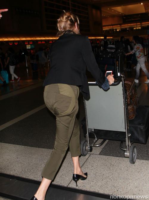 Ума Турман без макияжа замечена в аэропорту