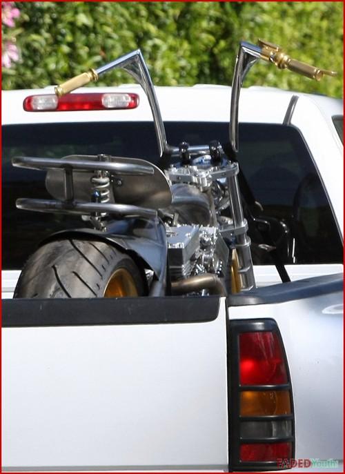 мотоцикл для Брэд Питта
