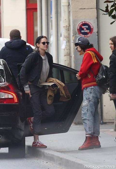 Кристен Стюарт со своей новой девушкой в Париже