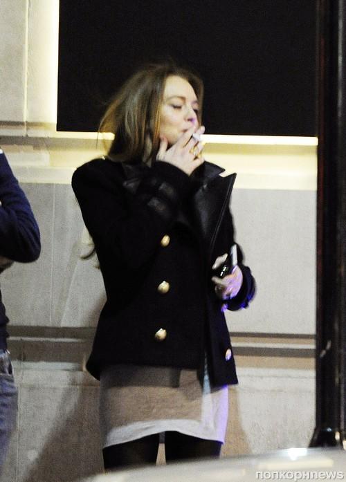 Линдси Лохан замечена во время беседы с другом