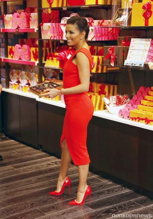 Ева Лонгория на презентации сладостей ко Дню святого Валентина