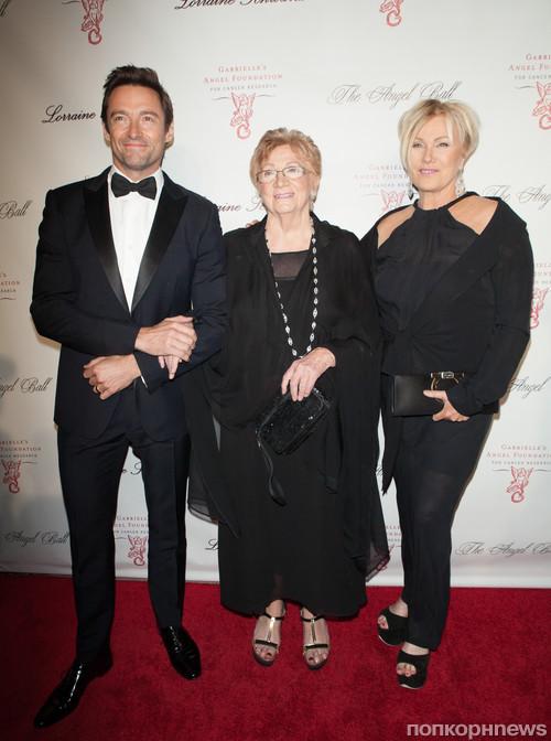 Хью Джекман с мамой и женой