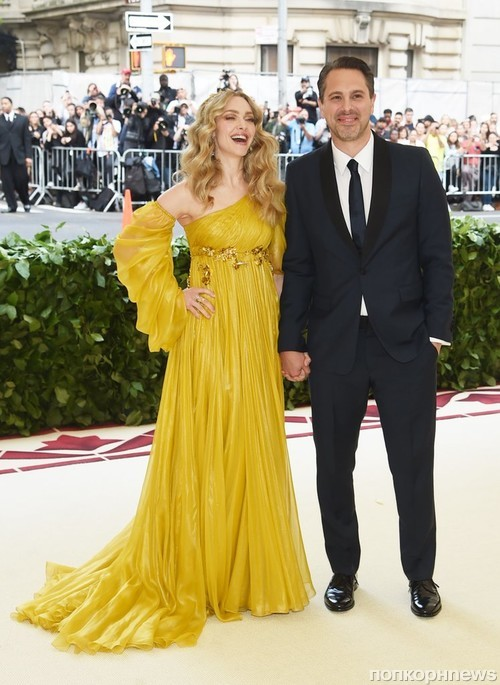 Аманда Сейфрид с мужем