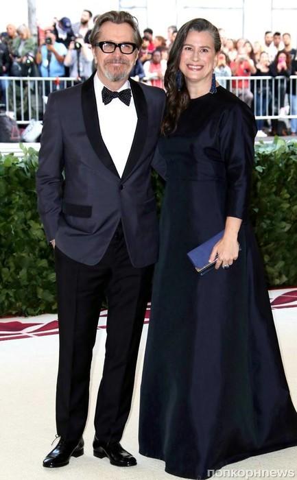 Гари Олдман с супругой