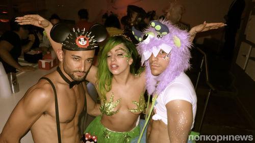 Lady GaGa нарядилась королевой конопли на Хэллоуин