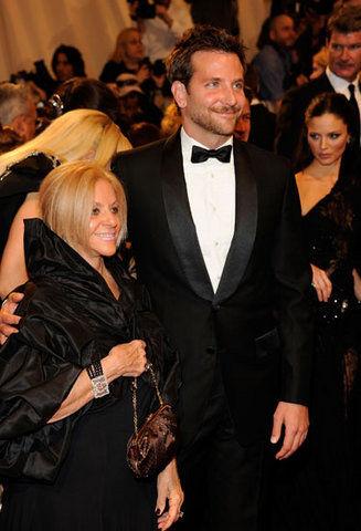 Брэдли Купер хочет жить с мамой