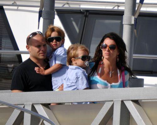 Бритни Спирс отдыхает с детьми на яхте