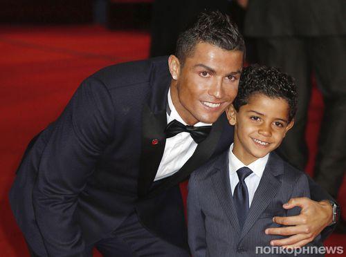Криштиану Роналду с семьей на премьере документального фильма «Роналду»
