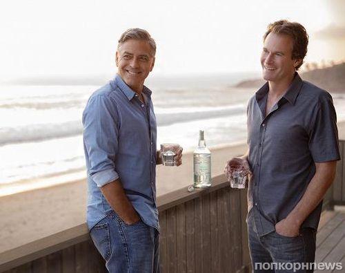 Джордж Клуни и Рэнди Гербер продали свой алкогольный бренд за миллиард долларов