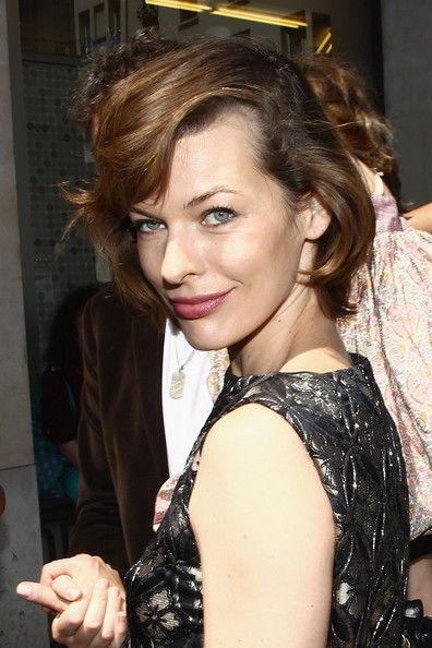 Милла Йовович на показе Jean Paul Gaultier в Париже