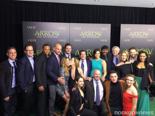 Звезды супергеройских сериалов CW отпраздновали 100-й эпизод «Стрелы»