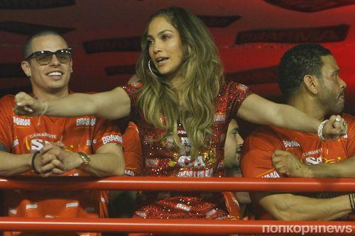 Дженнифер Лопес и Каспер Смарт на карнавале в Рио-де-Жанейро
