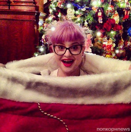 Звезды в социальных сетях: Шакира встречает рождество в слезах, а Крис Колфер в костюме эльфа