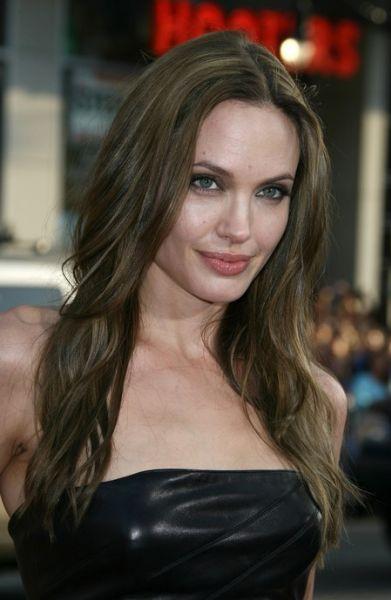 Анджелина Джоли не любит Обаму