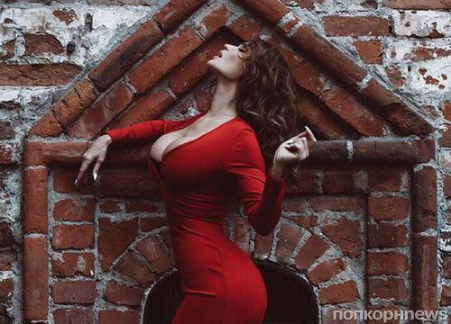 Алена Водонаева показала фото огромной груди