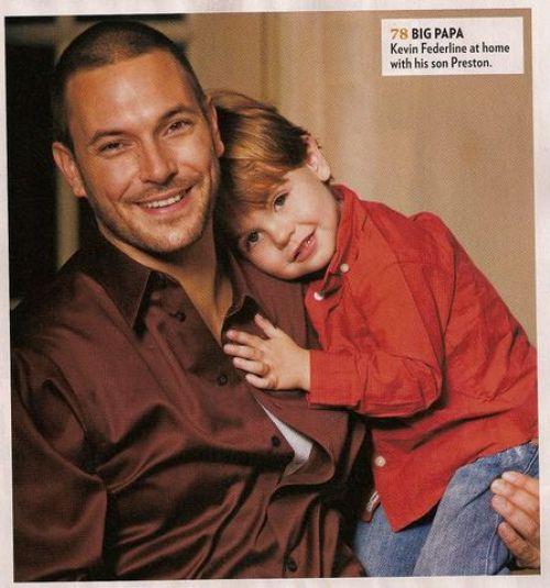 Кевин Федерлайн с детьми в журнале People