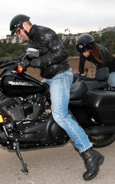 Джордж Клуни и Элизабетта Каналис катаются на мотоцикле