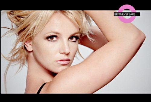 """Фото с клипа Бритни Спирс на сингл """"3"""""""