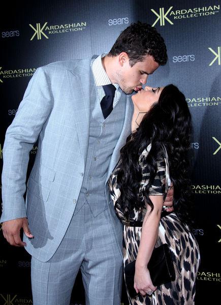 Ким Кардашиан планирует две свадьбы