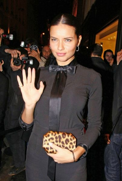 Почему Адриана Лима перестала есть шоколад?