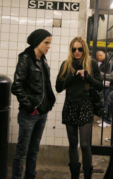 Линдсей Лохан и Саманта Ронсон в Нью Йоркском метро