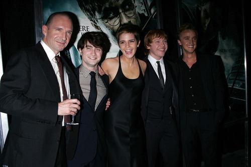 """Премьера фильма """"Гарри Поттер и Дары смерти: Часть первая"""" в Нью-Йорке"""